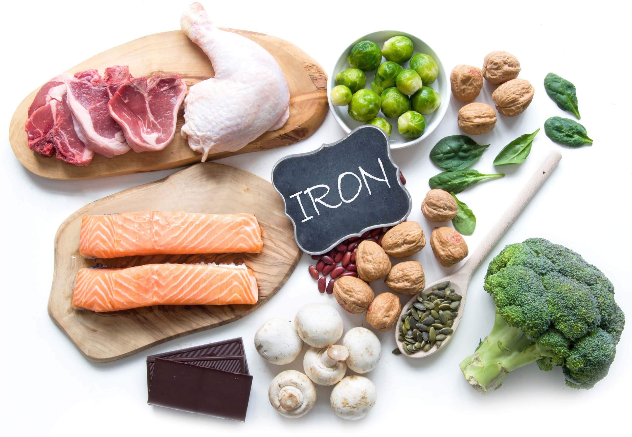 مصرف غذاهای غنی از آهن یکی از بهترین راههای بالا بردن فریتین خون است.