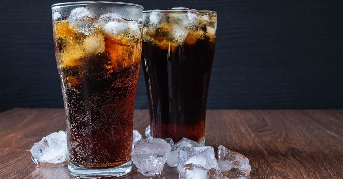 از مصرف نوشیدنیهای حاوی شکر و کافئین پرهیز کنید